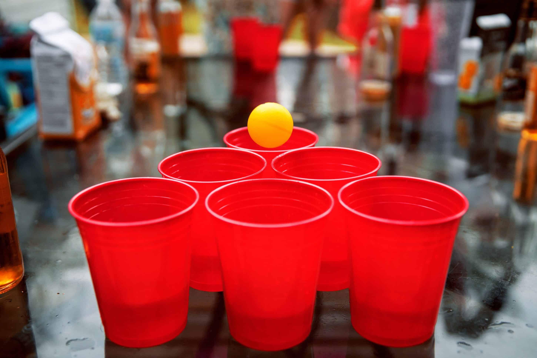 """Alex Livingston insegna i rischi del gambling: """"Ho perso 40k a beer pong!"""""""